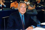 Alain LAMASSOURE dans l'hémicycle du Parlement européen(2001)